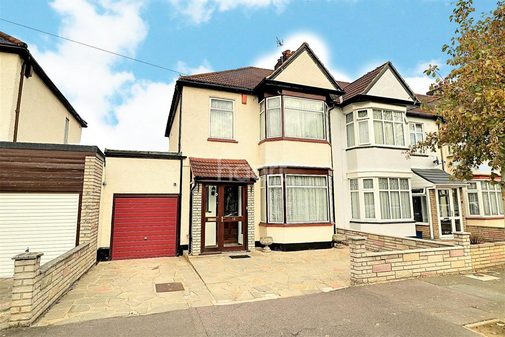 3 Bedrooms End Of Terrace House for sale in Brancaster Road, Newbury Park, Ilford, Essex