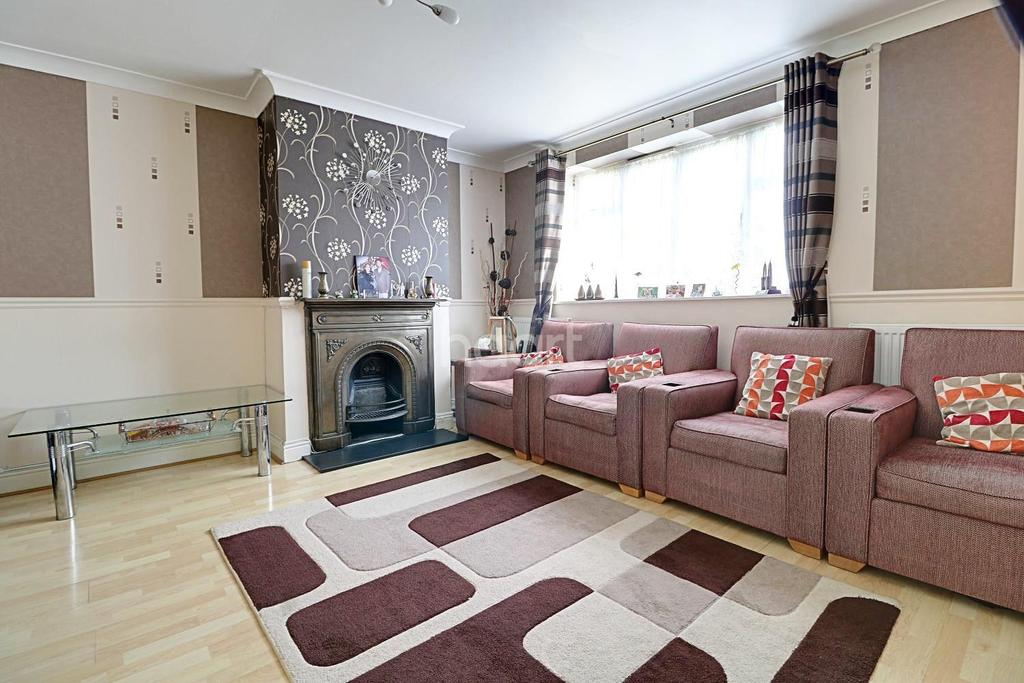 3 Bedrooms Semi Detached House for sale in Loughton, IG10