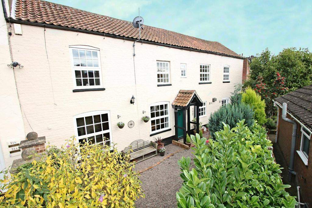 4 Bedrooms Semi Detached House for sale in Station Road, Bardney