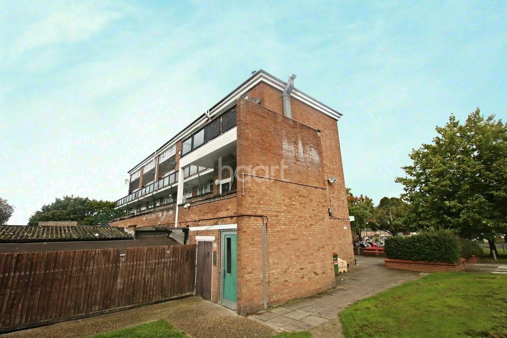 3 Bedrooms Flat for sale in Meadgate Avenue, Chelmsford