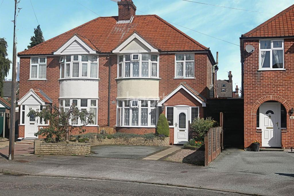 3 Bedrooms Semi Detached House for sale in St Aubyns Road, Ipswich