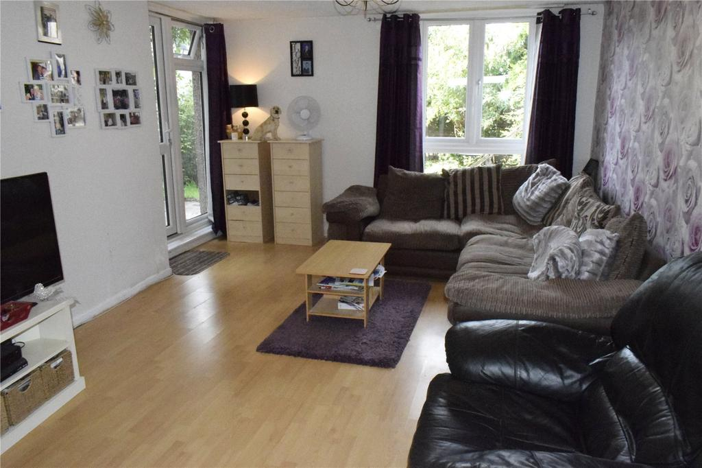 3 Bedrooms Terraced House for sale in Clematis Close, Harold Hill, Romford, RM3