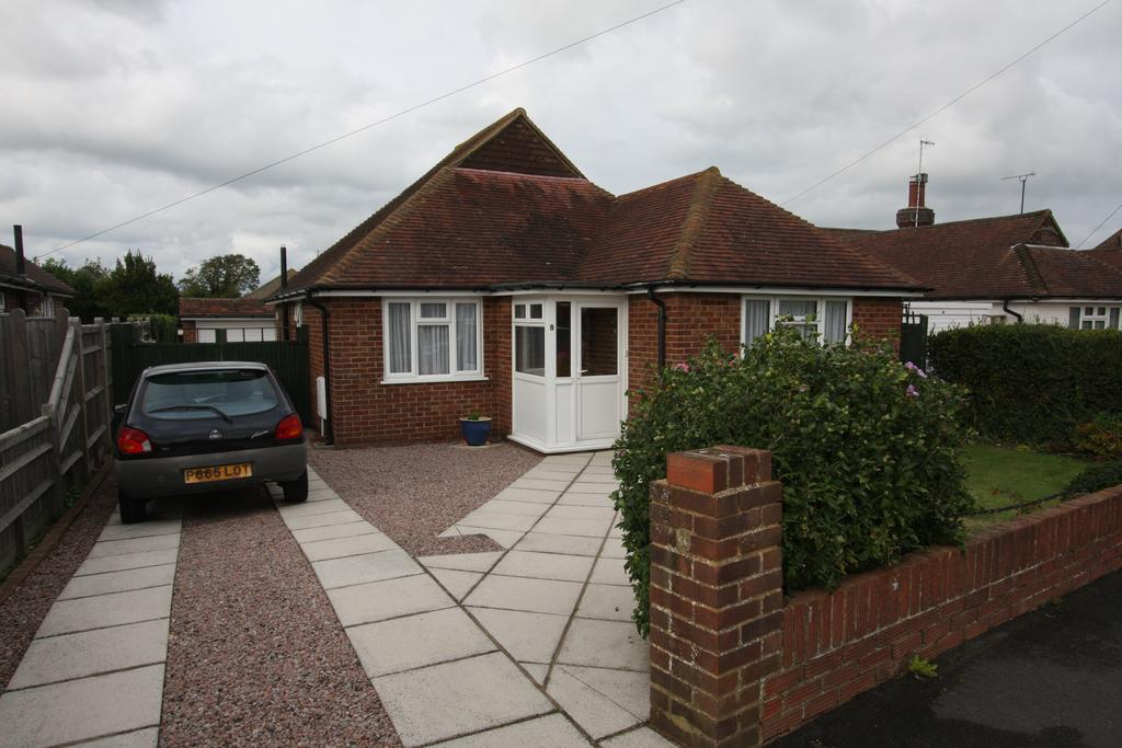 3 Bedrooms Detached Bungalow for sale in Combe Rise, Eastbourne BN20