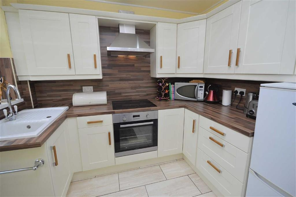3 Bedrooms Semi Detached House for sale in Browning Avenue, CH42