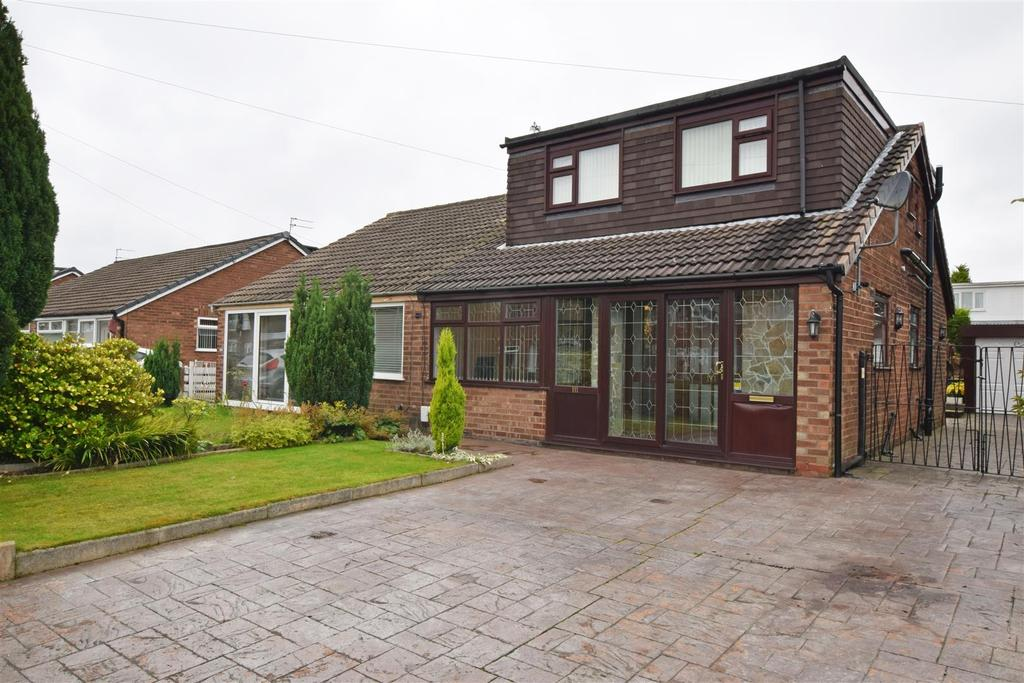 3 Bedrooms Semi Detached Bungalow for sale in Hardfield Road, Alkrington, Middleton