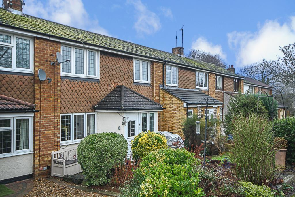 3 Bedrooms Terraced House for sale in Lascelles Close, Pilgrims Hatch, Brentwood