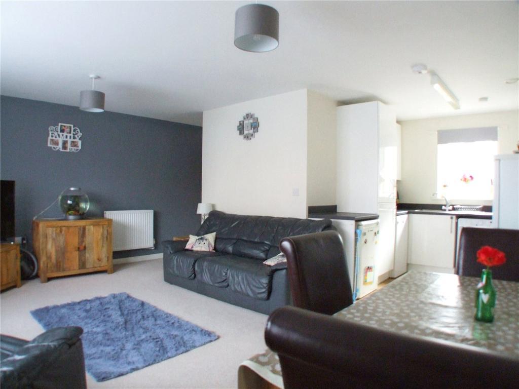 2 Bedrooms Flat for sale in Towgood Close, Helpston, Peterborough, Cambridgeshire, PE6