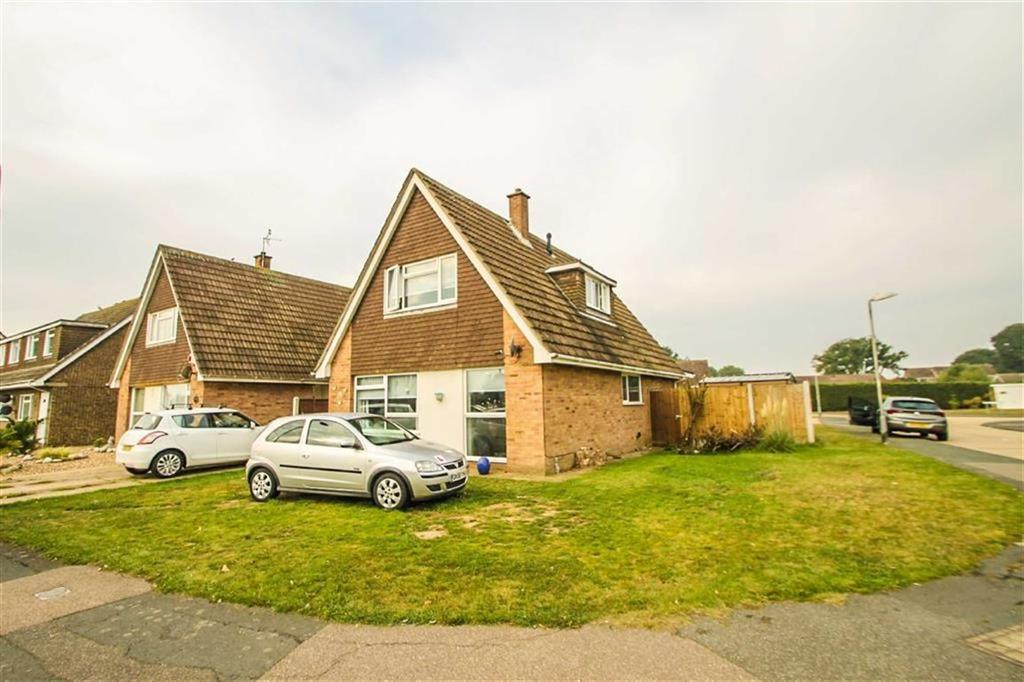 4 Bedrooms Detached House for sale in Constable Avenue, Clacton-on-Sea