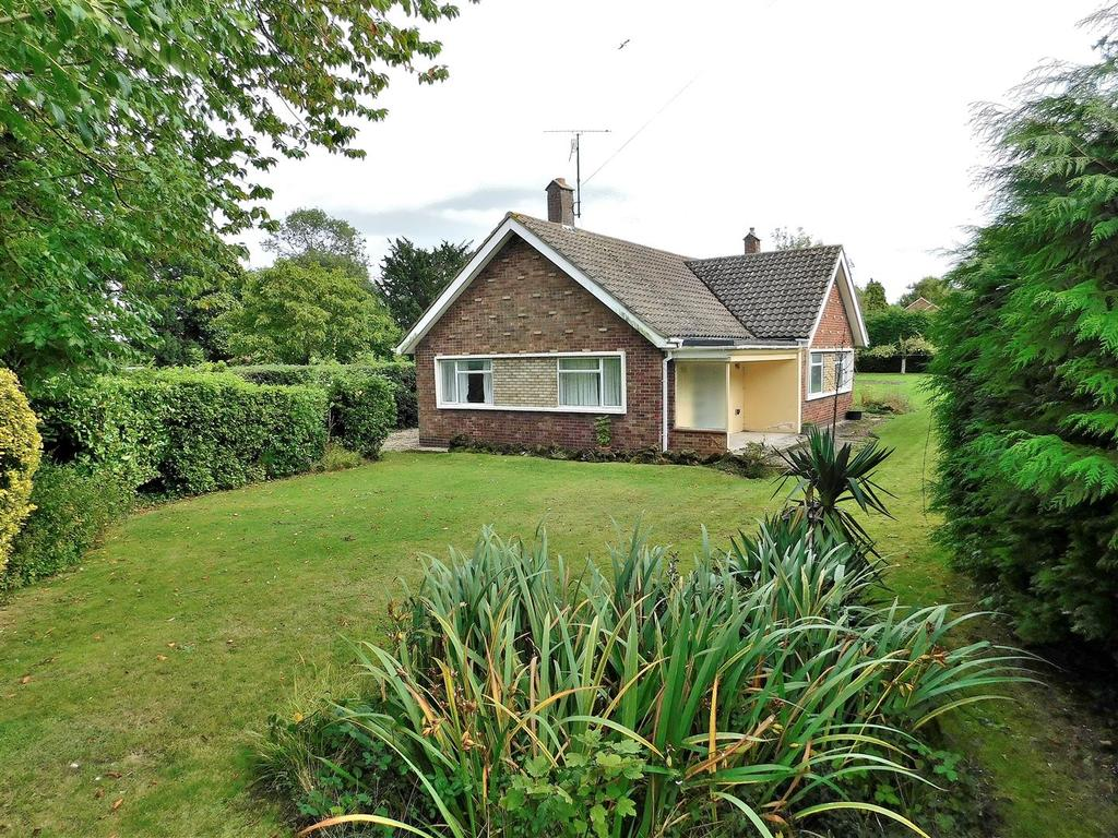 3 Bedrooms Detached Bungalow for sale in Nursery Lane, South Wootton, King's Lynn
