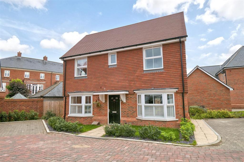 3 Bedrooms Detached House for sale in Clarence Way, Kings Hill, ME19 4QT