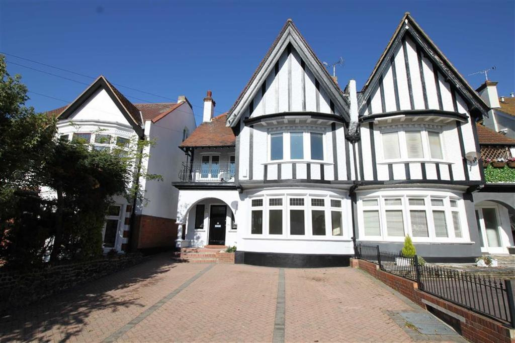 2 Bedrooms Apartment Flat for sale in Crowstone Avenue, Westcliff On Sea, Essex