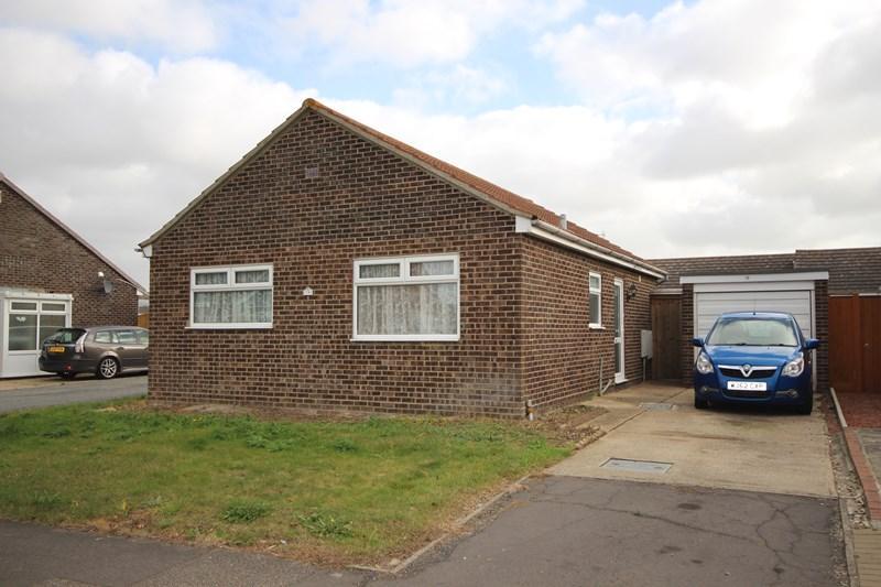 2 Bedrooms Detached Bungalow for sale in Stonham Avenue, Clacton-On-Sea