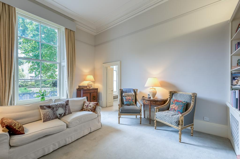 1 Bedroom Flat for sale in Porchester Terrace North, Bayswater