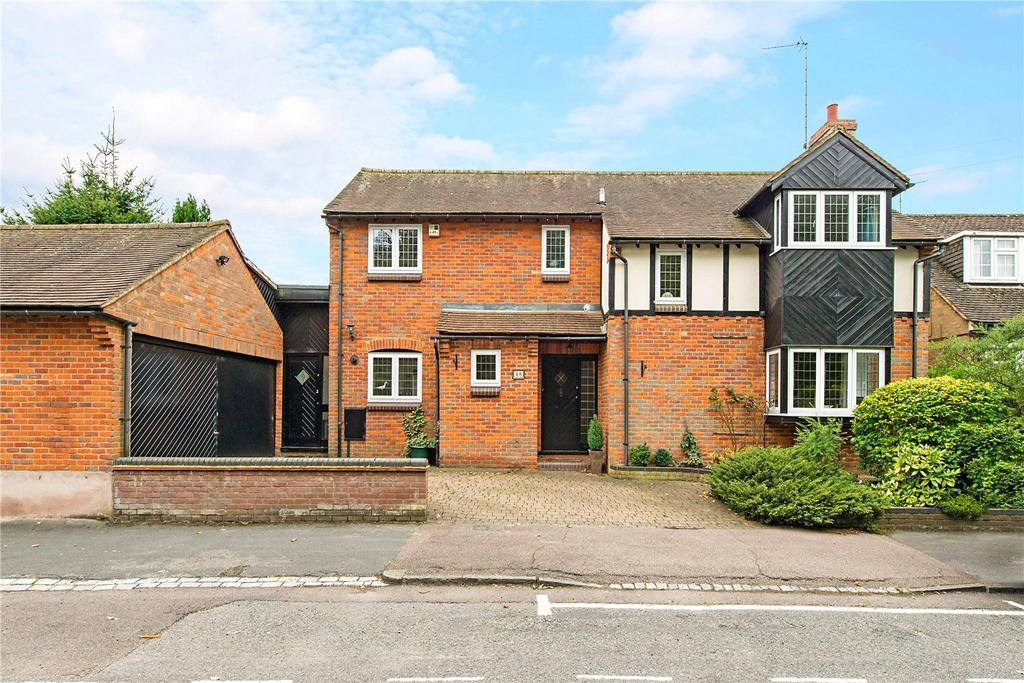4 Bedrooms Detached House for sale in Manland Avenue, Harpenden, Hertfordshire, AL5