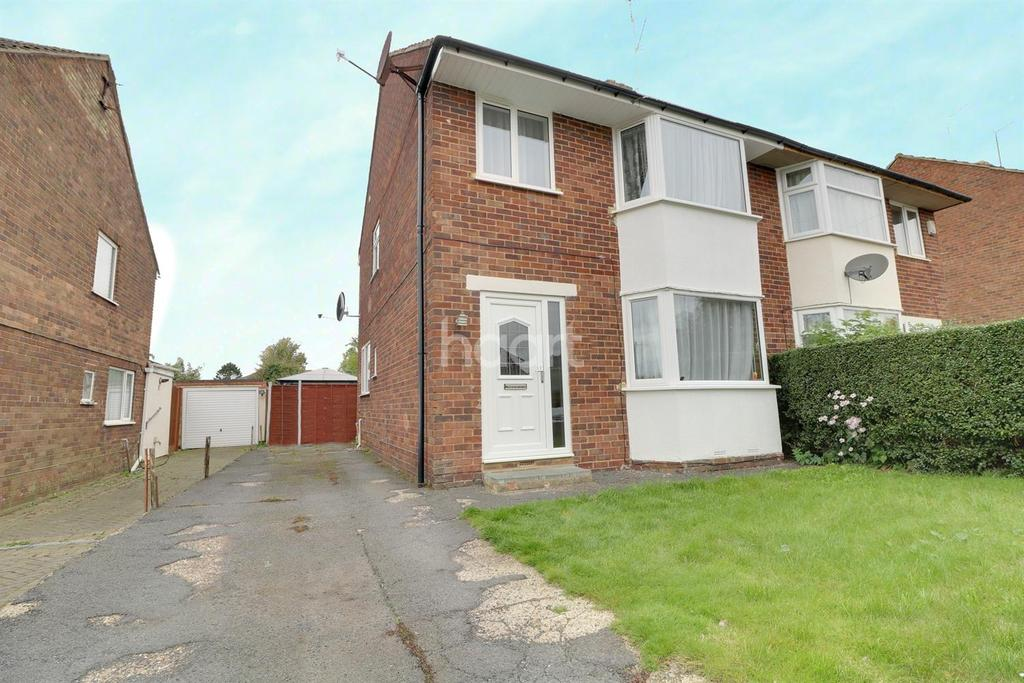 3 Bedrooms Semi Detached House for sale in St.Albans Road,Northampton