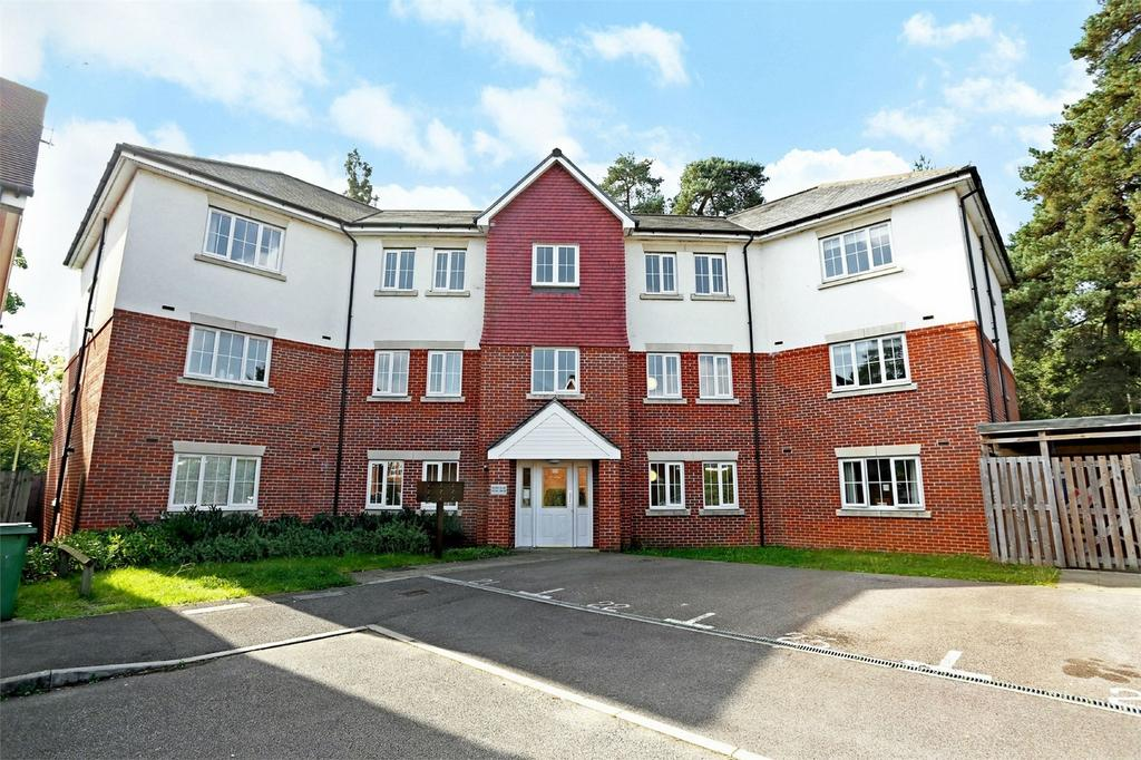 2 Bedrooms Flat for sale in Bordon, Hampshire