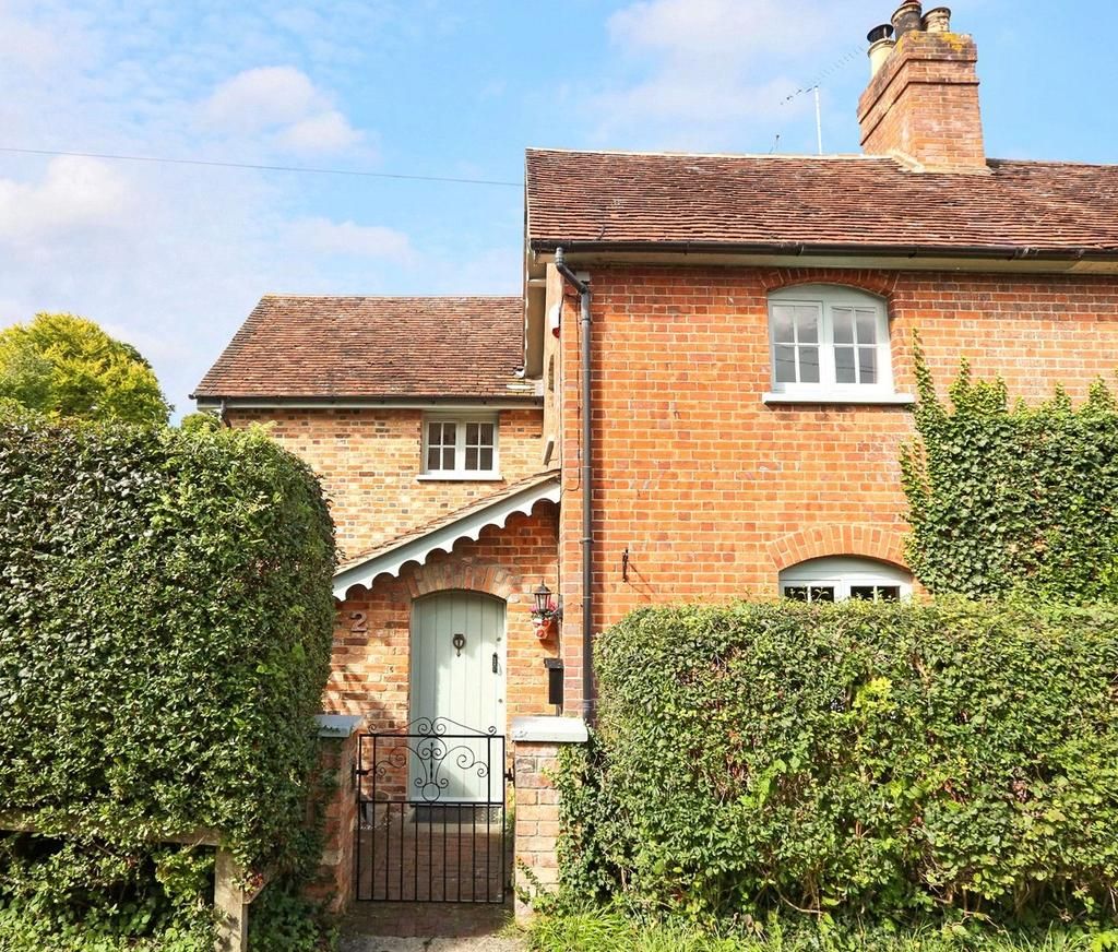 3 Bedrooms Semi Detached House for sale in Gable Cottages, Old Bix Road, Lower Assendon, Henley-On-Thames, RG9