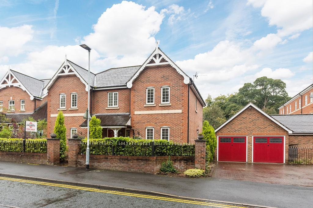 5 Bedrooms Detached House for sale in Rectory Lane, Lymm
