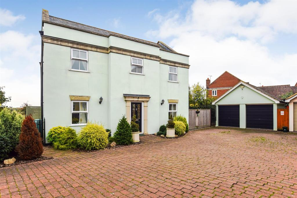 4 Bedrooms Detached House for sale in St. Georges Close, Heybridge Basin, Maldon
