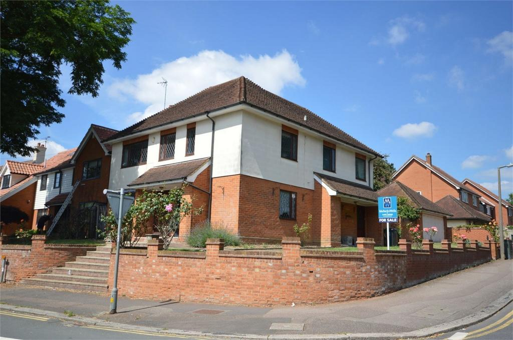 5 Bedrooms Detached House for sale in 15 Hartland Road, Epping, Essex