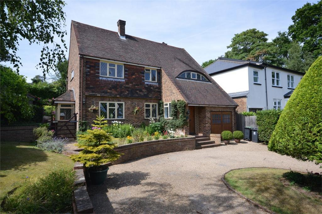 4 Bedrooms Detached House for sale in 8 Ravensmere, Epping, Essex