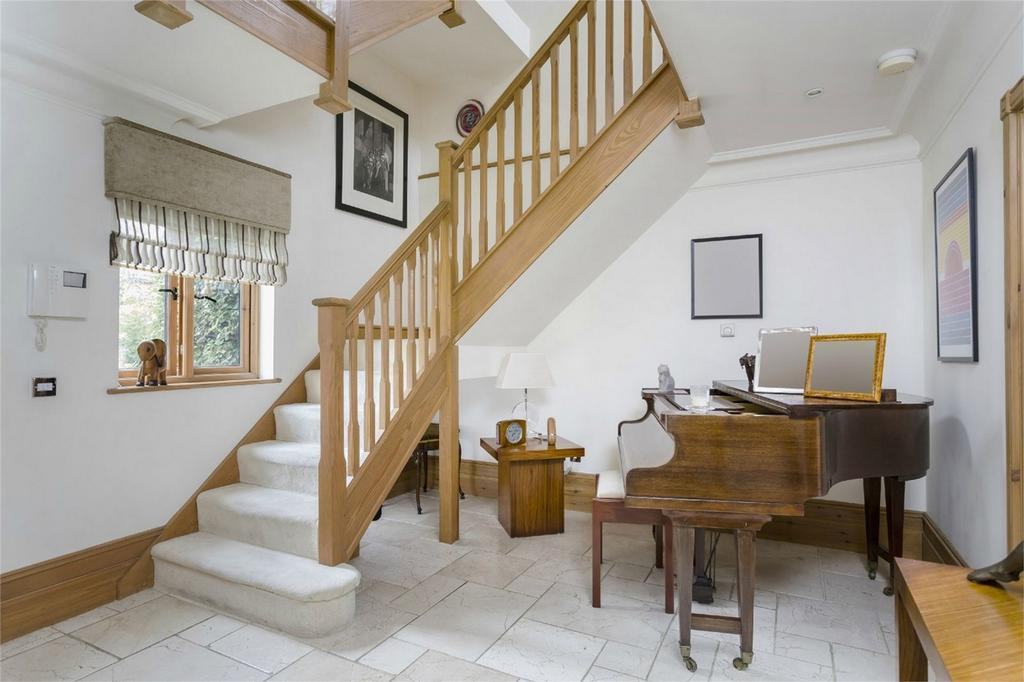 5 Bedrooms Terraced House for sale in 6 Dacres Gate, Dunmow Road, Fyfield, Ongar, Essex