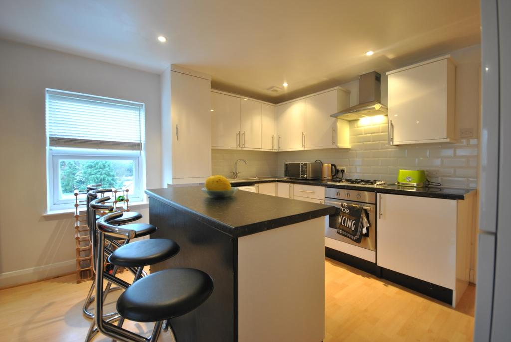 3 Bedrooms Flat for sale in Churchdown Bromley BR1