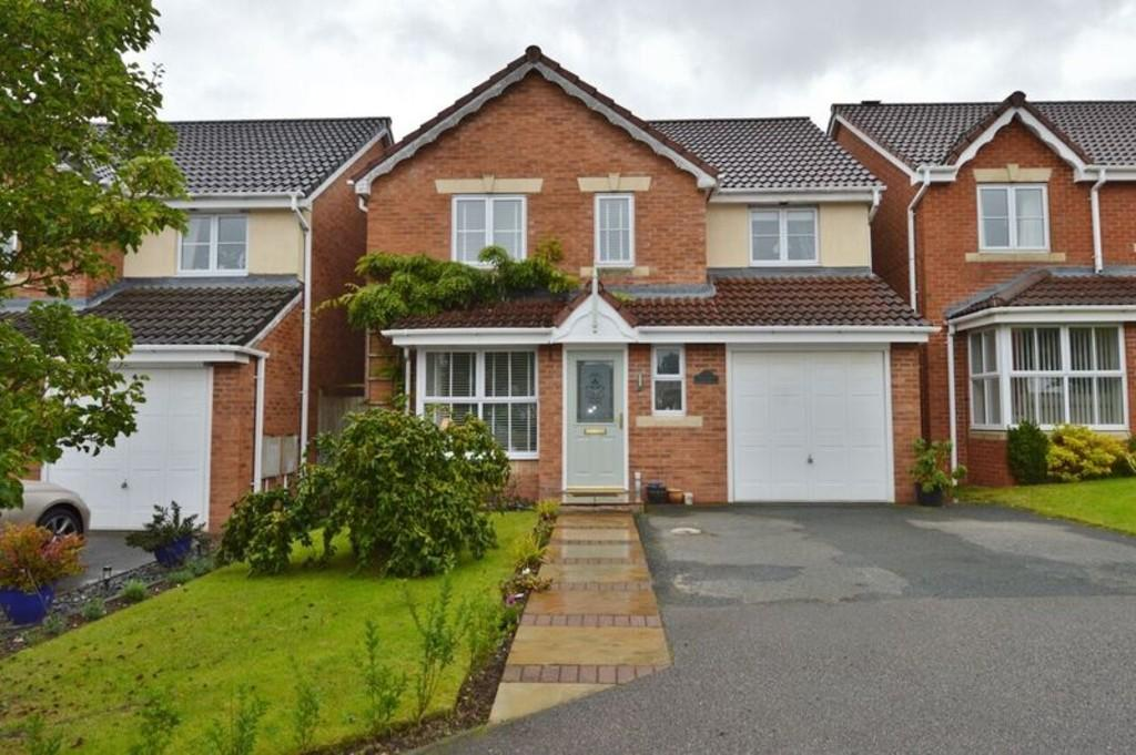 3 Bedrooms Detached House for sale in Windsor Close, Rugeley