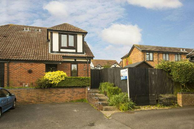 2 Bedrooms Unique Property for sale in Measham Way, Lower Earley, Reading