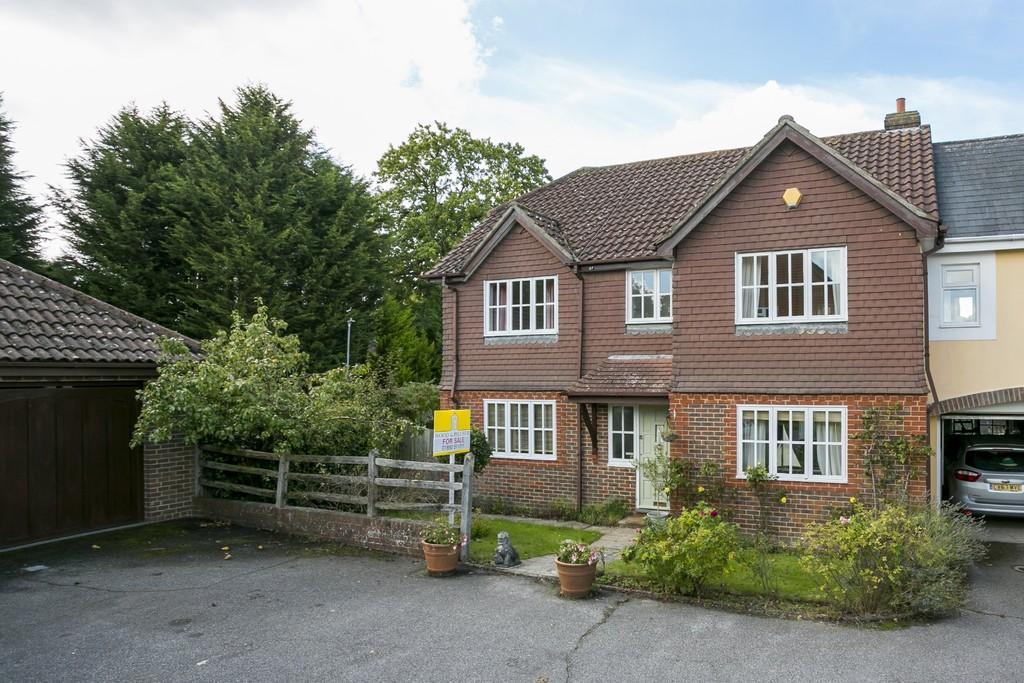 3 Bedrooms Link Detached House for sale in Barnfield, Tunbridge Wells
