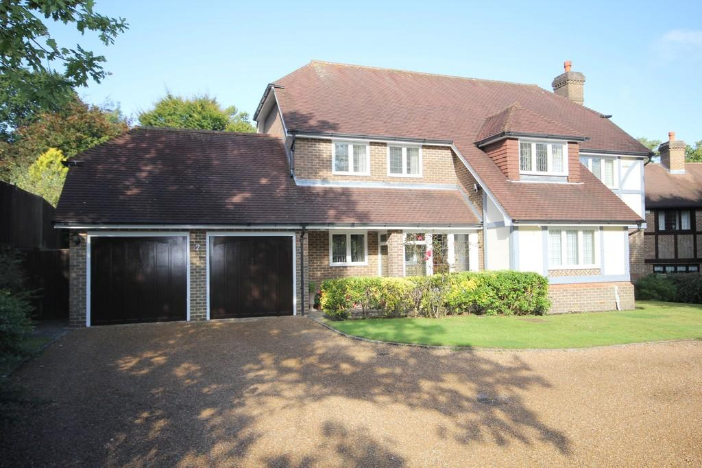 5 Bedrooms Detached House for sale in Pinewood Chase, Crowborough