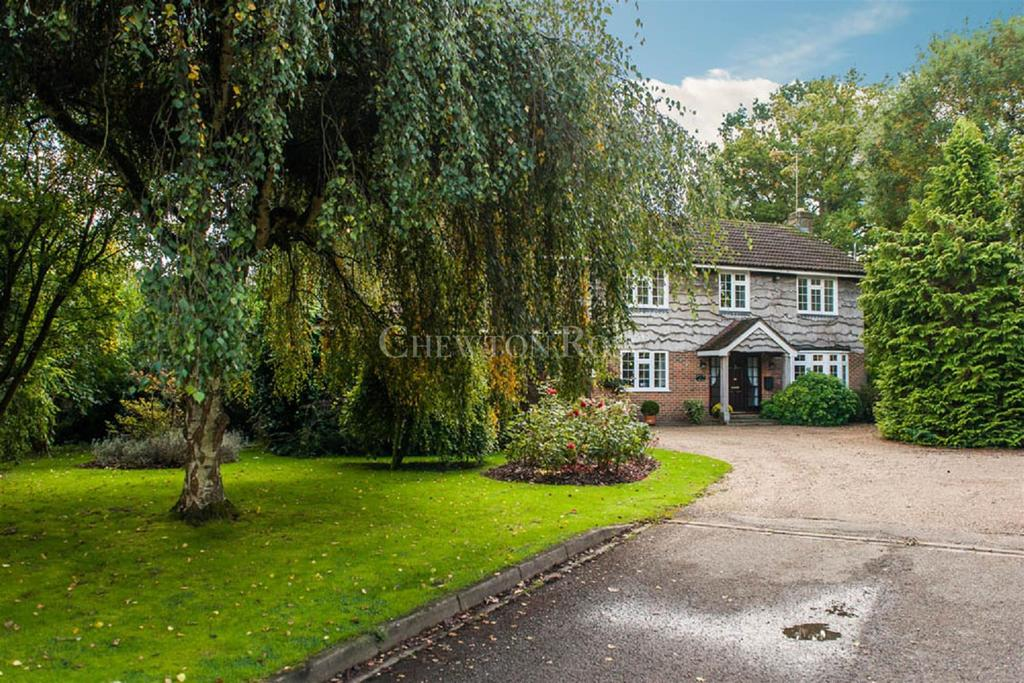 5 Bedrooms Detached House for sale in Manor House Drive, Ascot