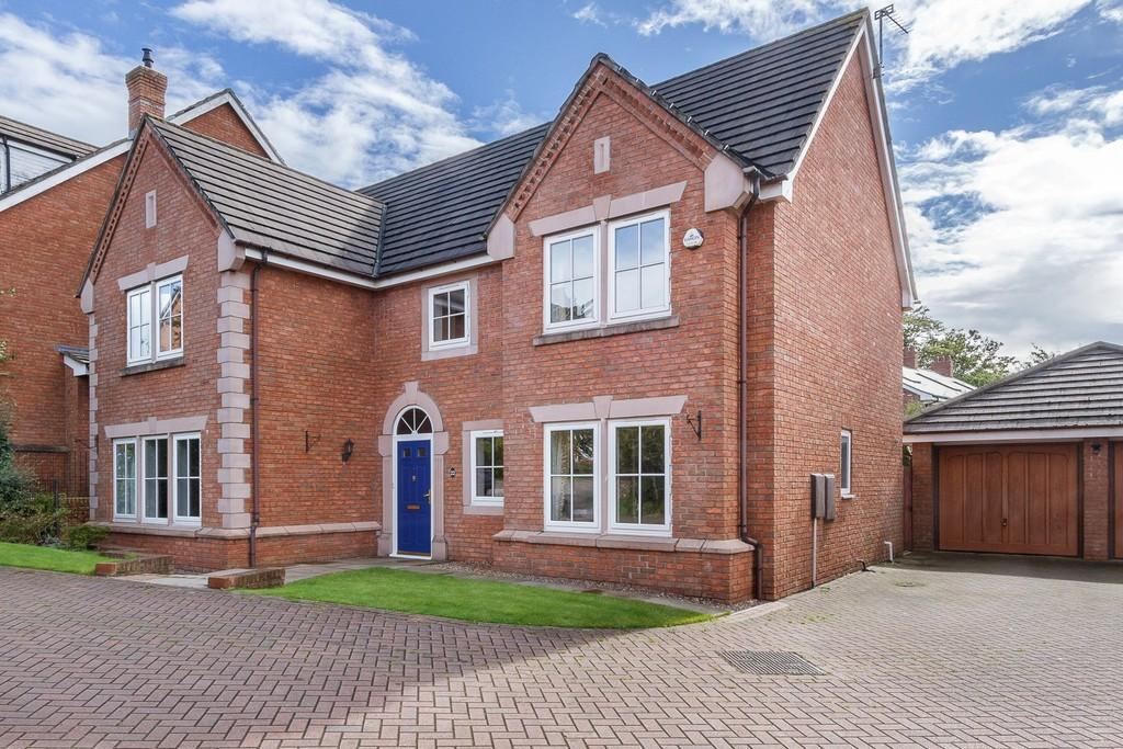 6 Bedrooms Detached House for sale in 22 Heatherways, Tarporley, CW6 0HP