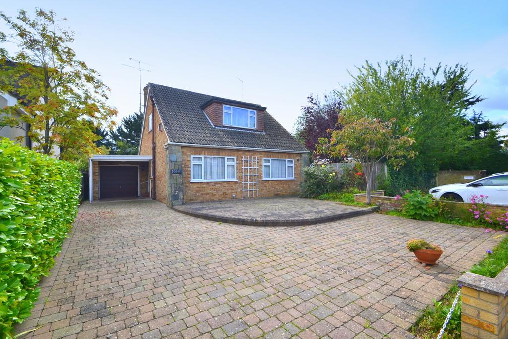 2 Bedrooms Detached Bungalow for sale in Butlers Close, Chelmsford, CM1 7BE