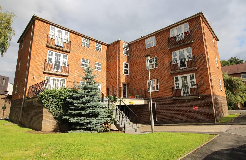 2 Bedrooms Apartment Flat for sale in Batterdale, Hatfield, Old Hatfield, AL9