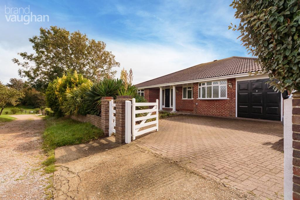 4 Bedrooms Detached Bungalow for sale in Tor Road West, Peacehaven, BN10