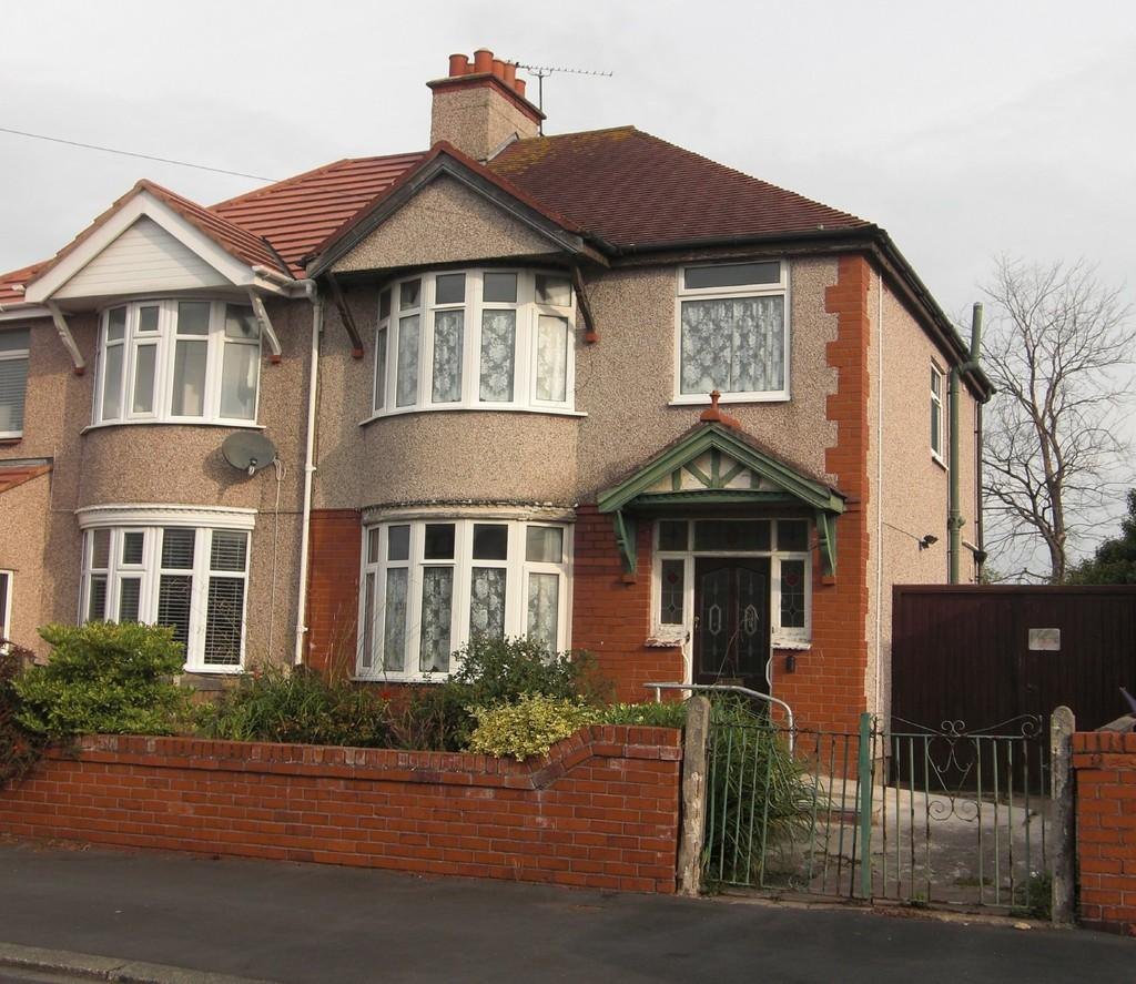 3 Bedrooms Semi Detached House for sale in Patagonia Avenue, Rhyl