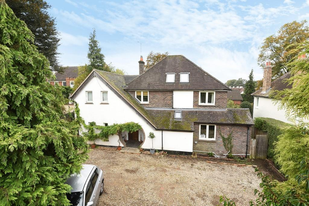 5 Bedrooms Detached House for sale in Firgrove Hill, Farnham