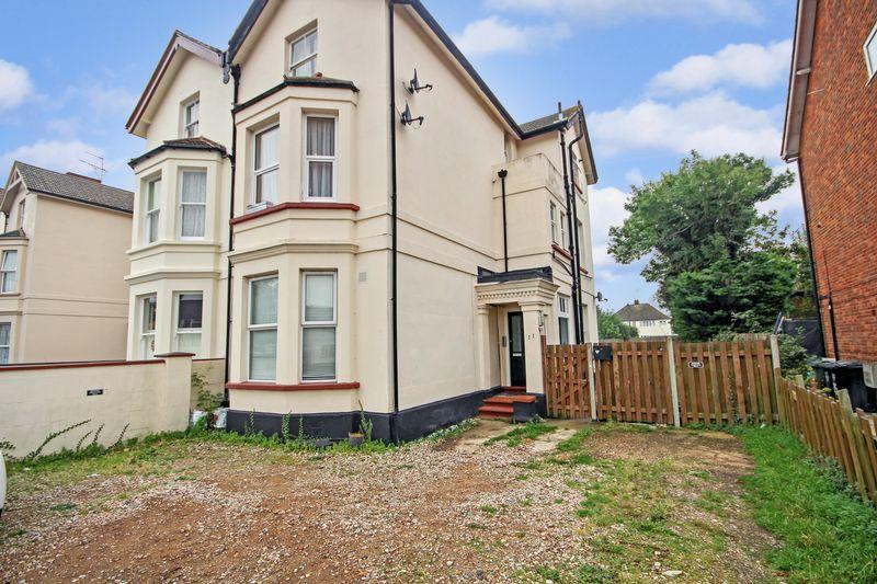 1 Bedroom Apartment Flat for sale in Carlton Avenue, Greenhithe