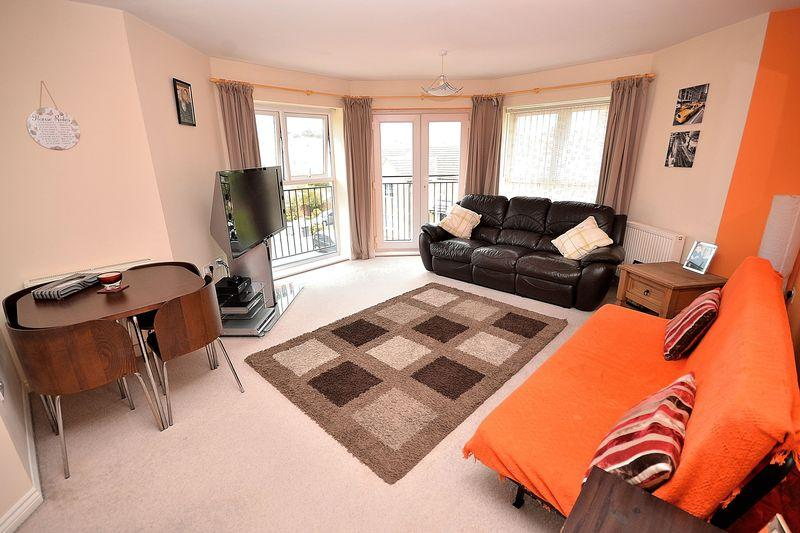 2 Bedrooms Apartment Flat for sale in Reeve Close, Leighton Buzzard