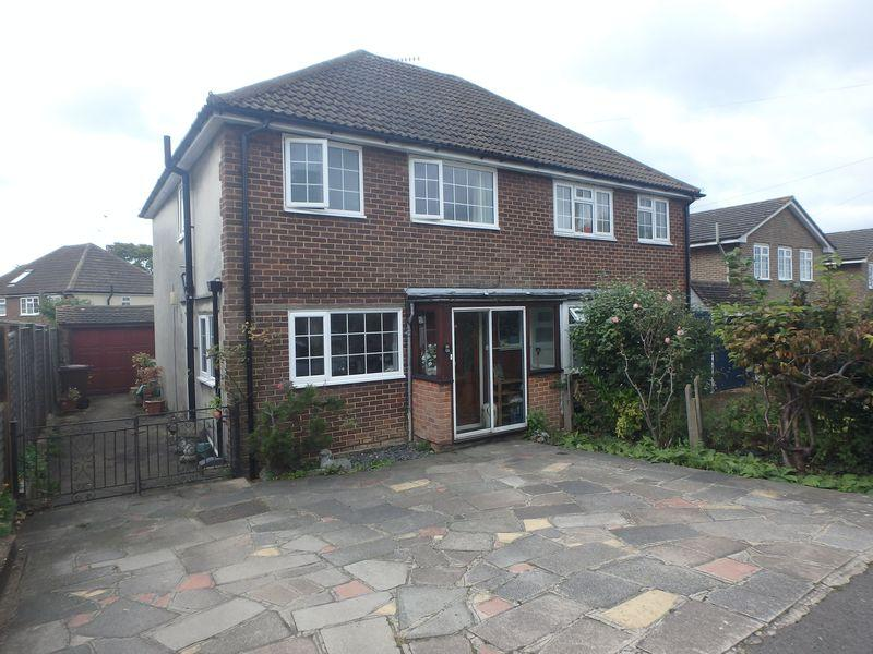 3 Bedrooms Semi Detached House for sale in Beaconsfield Road, Langley Vale