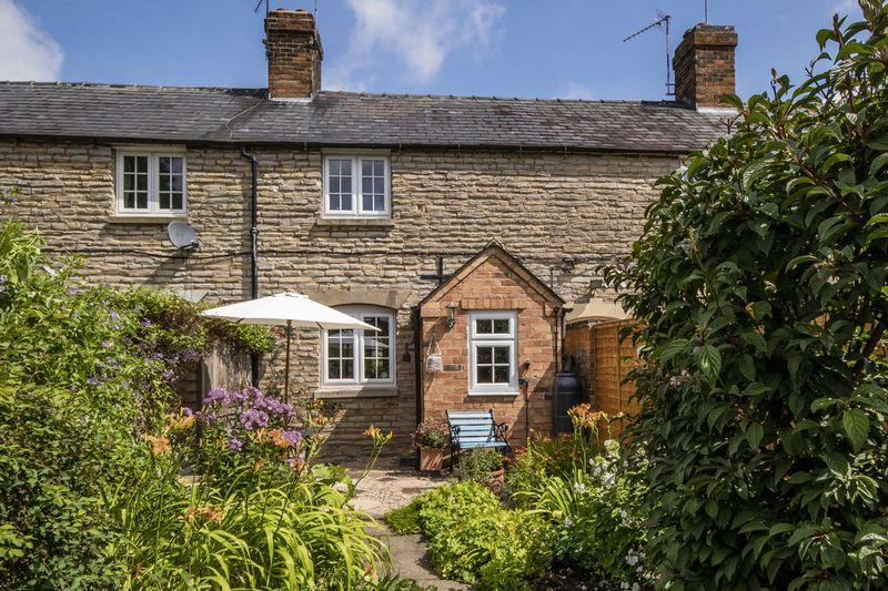 2 Bedrooms Cottage House for sale in Wilmcote, Warwickshire