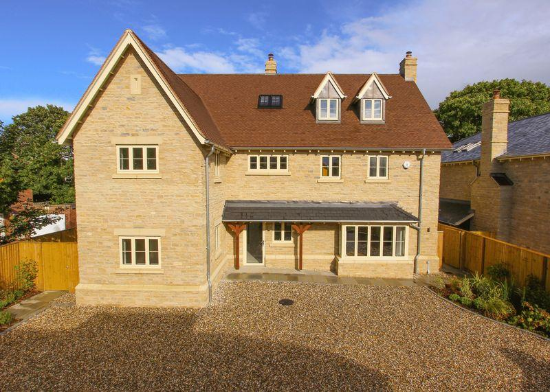 5 Bedrooms Detached House for sale in Elm Tree Walk, Shippon
