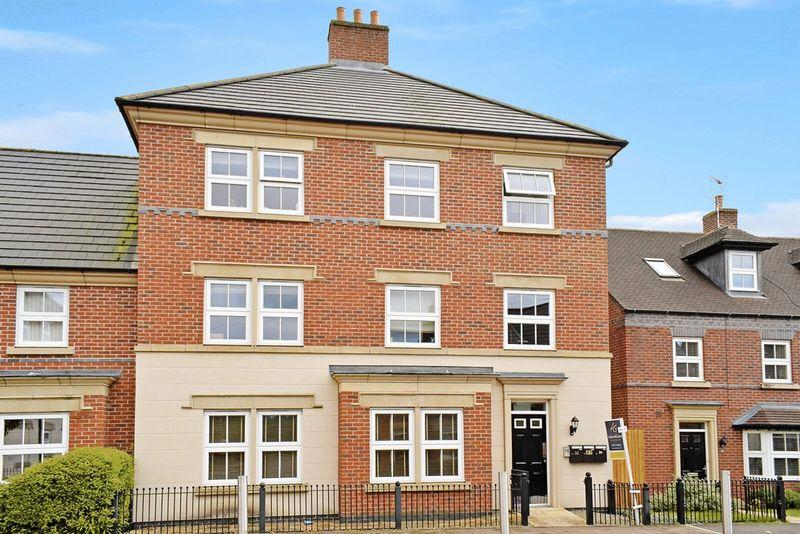 2 Bedrooms Apartment Flat for sale in Partington Square, Runcorn