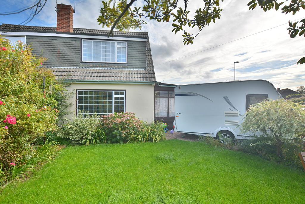 3 Bedrooms Semi Detached House for sale in Foxcroft Drive, Wimborne