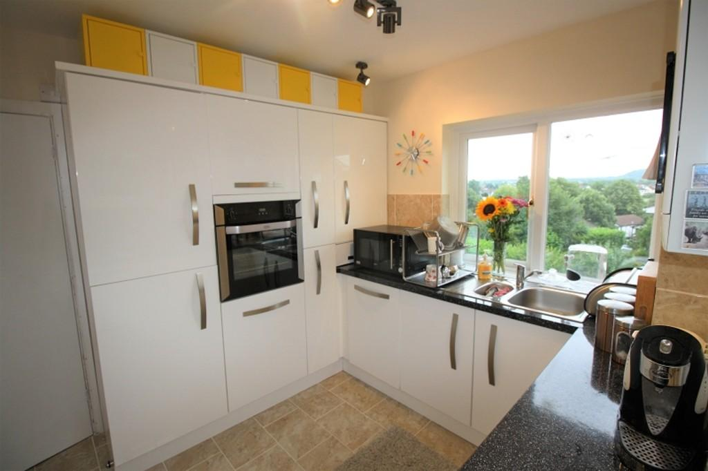 3 Bedrooms Flat for sale in Quarry Close, Fairwater