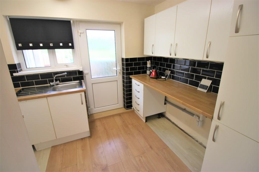 2 Bedrooms Ground Maisonette Flat for sale in Amethyst Road, Fairwater, Cardiff
