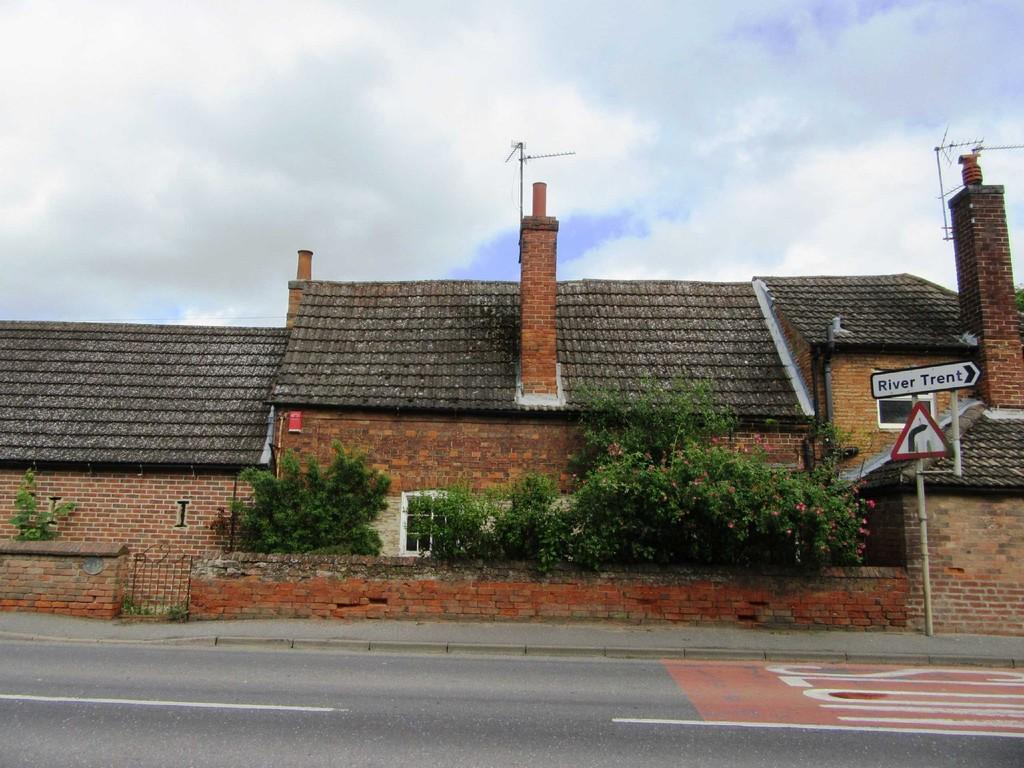 2 Bedrooms Cottage House for rent in 2 Besthorpe Road, Collingham