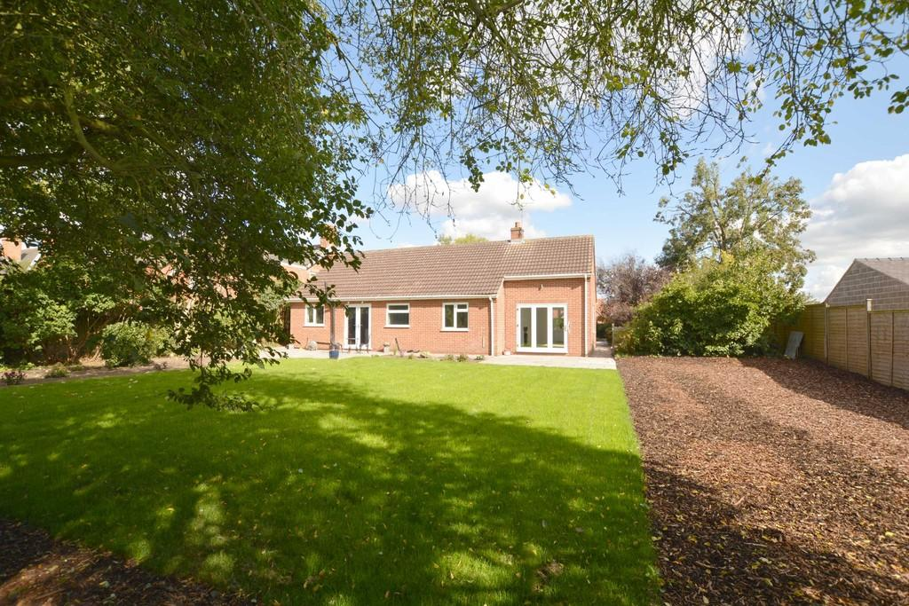 3 Bedrooms Detached Bungalow for sale in Main Street, North Muskham, Newark