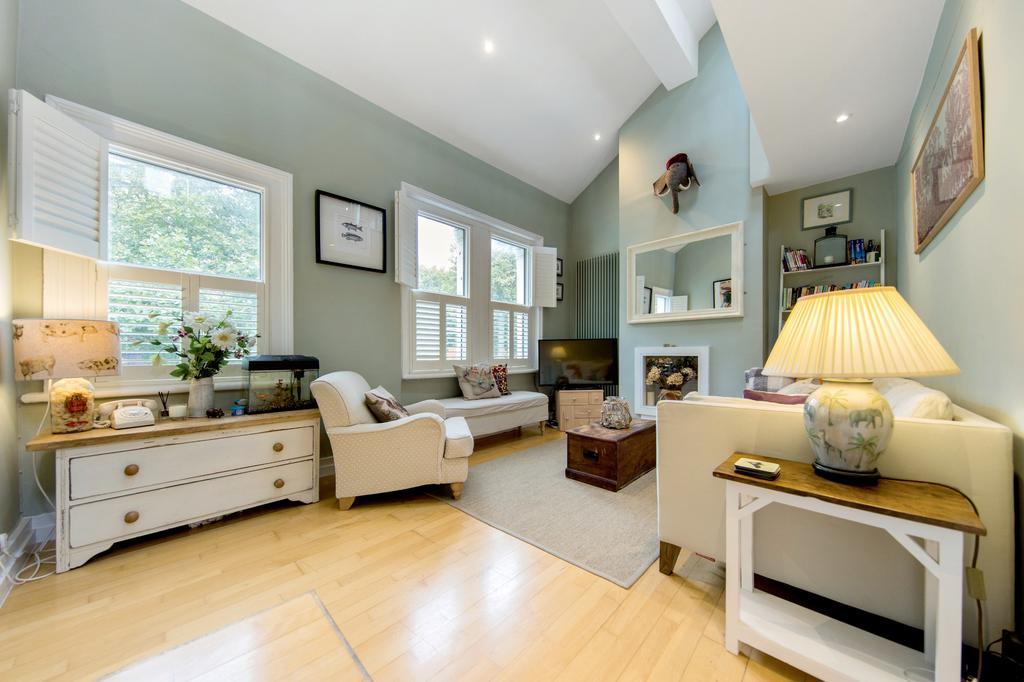 2 Bedrooms Flat for sale in St Dunstans Road, Hammersmith, London